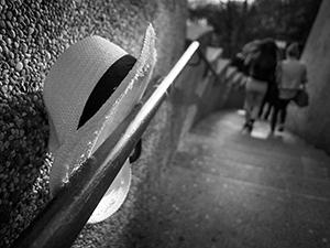 Lijepe žene prolaze kroz grad  - © Janko Belaj